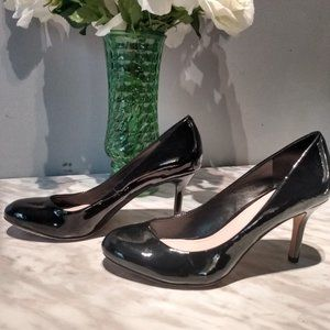 Shiny black Vince Camuto 3in heals, size 7 1/2.